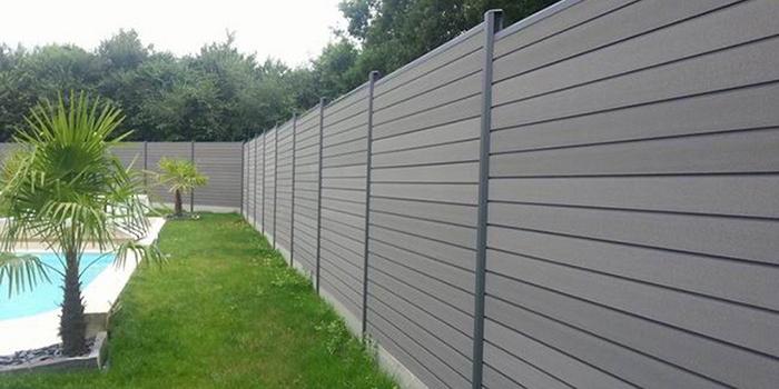 Délimitez votre jardin avec une clôture PVC design et sur mesure